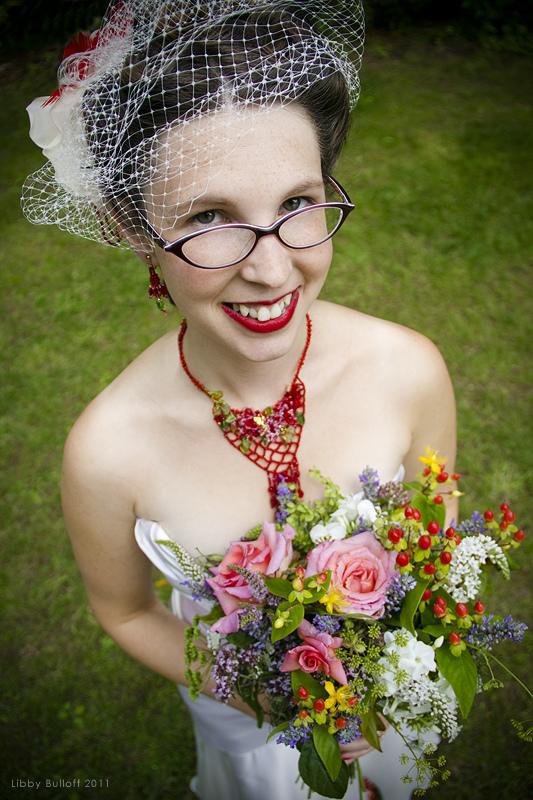 http://offbeatbride.com/2008/01/brides-in-glasses