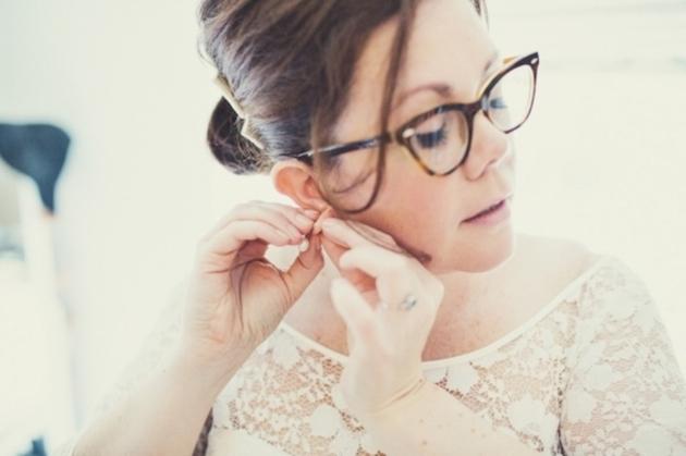 http://bridalmusings.com/wp-content/uploads/2014/07/Brides-with-Glasses-Bridal-Musings-Wedding-Blog-5.jpg