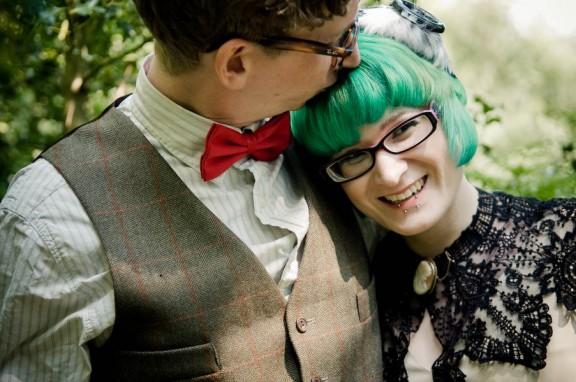 https://www.rocknrollbride.com/2014/08/are-brides-who-wear-glasses-less-beautiful/